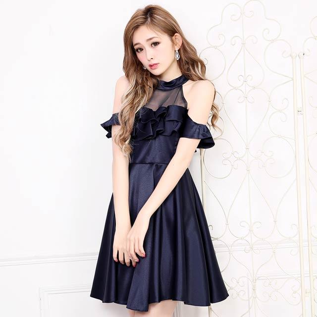 光沢感のあるサテン生地が高見え確実なドレス。オシャレなアメスリは透け感が程良く色っぽさをプラス。フリルデザインが視覚効果でバストをボリュームアップして見せて小胸さんも安心。ふわっと広がったフレアスカートで気になる下半身カバーも◎露出少なめなのに女性らしい色気満点の高級感ある一着です。