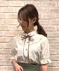 花刺繍ヨークフリル半袖ブラウス