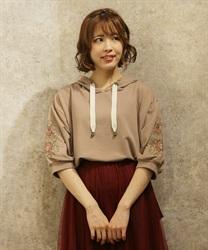 袖花刺繍パーカープルオーバー