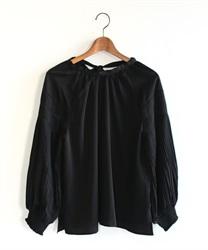バックリボン袖プリーツプルオーバー(黒-M)