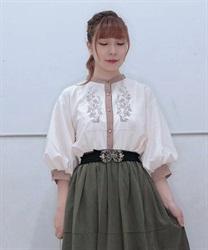 【10%OFF対象】花刺繍ボリューム袖ブラウス