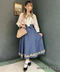 □【GWフェア/10%OFF対象】ベルト付きデニム刺繍スカート