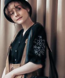 【予約】刺繍袖スキッパーシアーシャツ