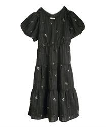 ストライプ刺繍ティアードワンピース(黒-M)